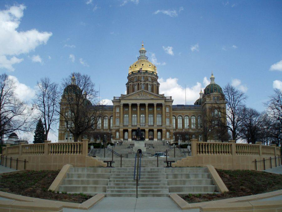 The+Iowa+State+Capitol+building+is+pictured+above.+State+Senator+Mark+Chelgren+proposed+a+bill+that+would+seek+even+political+representation+among+Iowa+college+professors