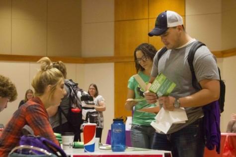 Volunteer fair draws in students
