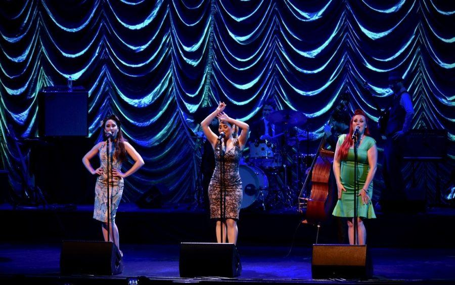 Viral+pop+sensation+Postmodern+Jukebox+performed+at+the+GBPAC+Thursday%2C+Jan.+26.+Pictured+%28from+left+to+right%29+are+singers+Robyn+Adele+Anderson%2C+Brielle+Von+Hugel+and+Dani+Armstrong