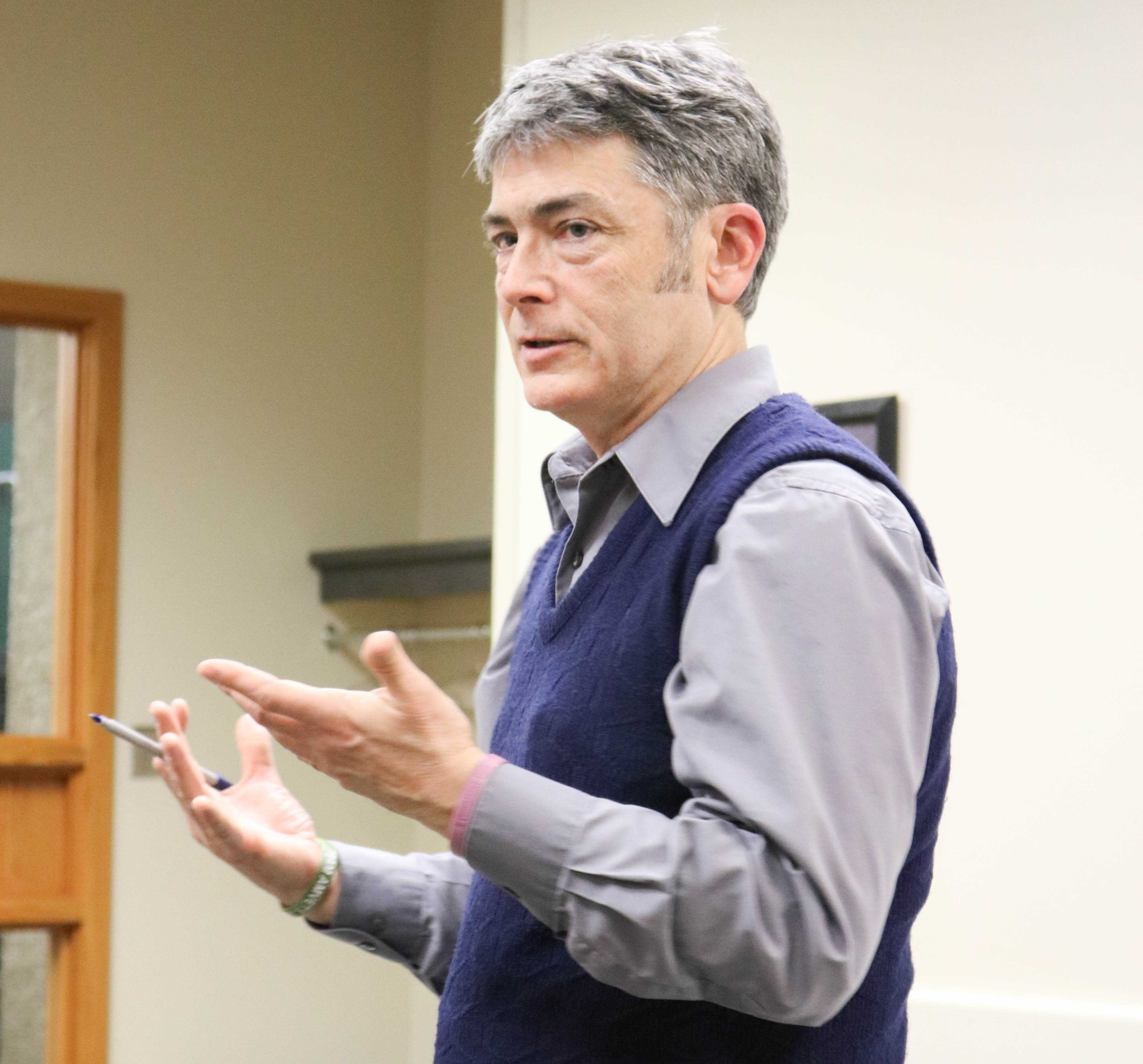 Pat Kinney, the news editor of the Waterloo-Cedar Falls Courier, came to the Maucker Union to discuss how local news is evolving in Iowa and the United States.