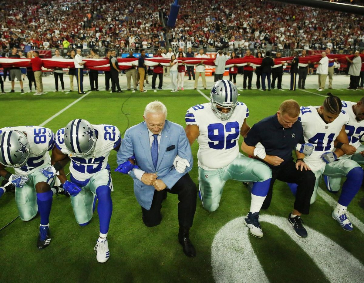 The+Dallas+Cowboy%27s+took+a+knee+during+the+national+anthem+before+their+game+against+the+Arizona+Cardinals.