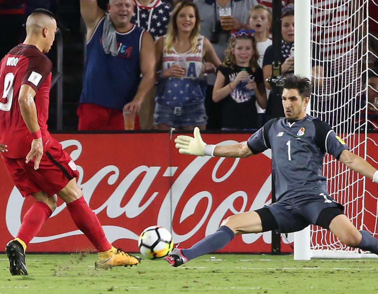 Panama goalkeeper Jaime Penedo (1) stops a goal by USA's Bobby Wood (9) during the World Cup qualifier game on Oct. 6, 2017.