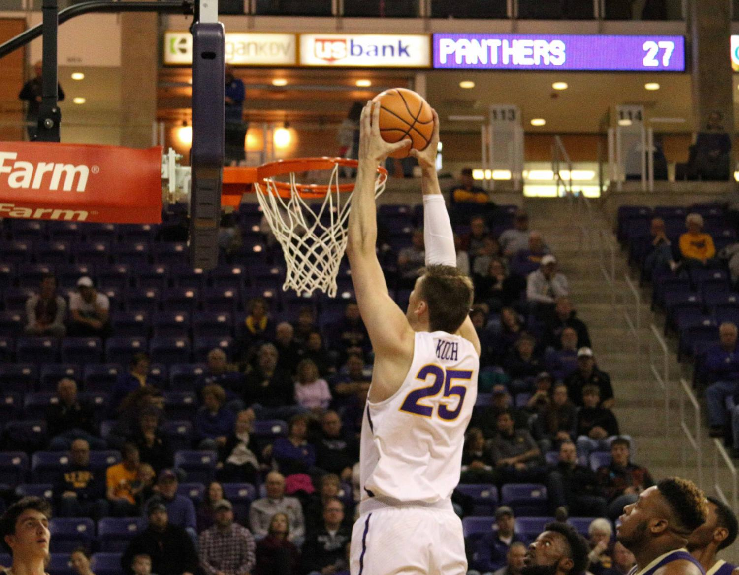 Bennett Koch (25) gets up and throws it down uncontested as the defense just watches.