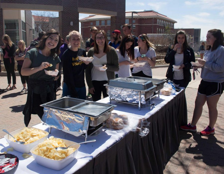 Students+grab+a+bite+to+eat+at+the+UNI+Earth+Day+Celebration+on+April+25+outside+of+Maucker+Union.