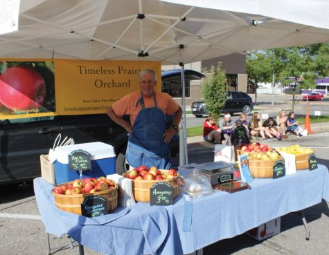 College Hill hosts weekly farmers market