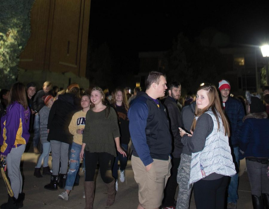 Students+gathered+at+the+Campanile+on+Oct.+20+at+midnight+to+participate+in+the+long-held+homecoming+tradition.