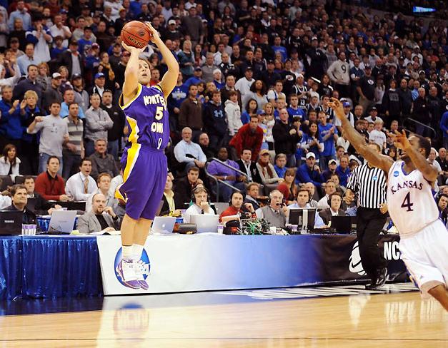 5+Ali+Farokhmanesh+shoots+game+winning+three+point+shot%0A2010+NCAA+Basketball+Round+2%3A+Oklahoma+City%0AKansas+vs.+Northern+Iowa%0AFord+Center%2FOklahoma+City%2C+OK%0A20-MAR-2010%0AX83917+TK1%0ACREDIT%3A+Greg+Nelson