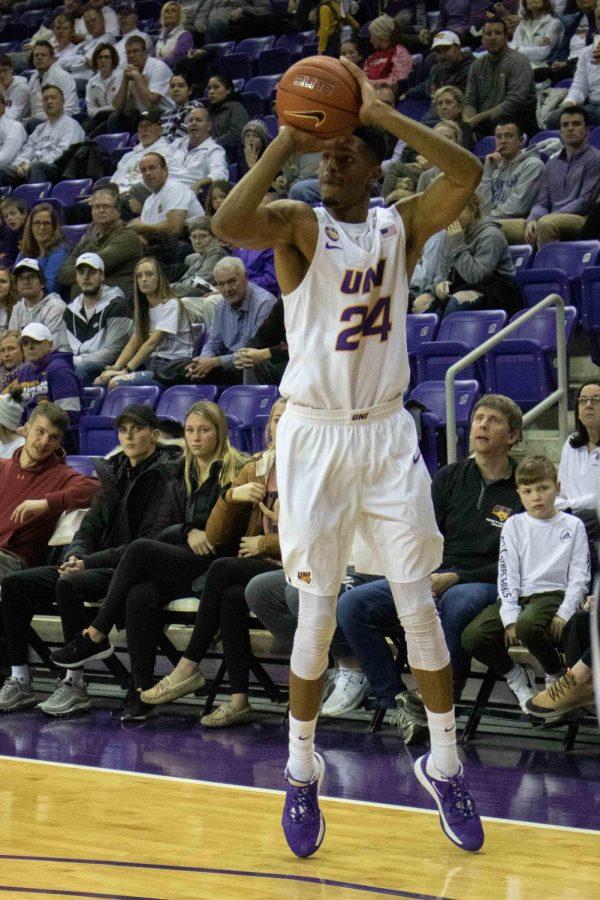Mens basketball takes down NIU 64-54