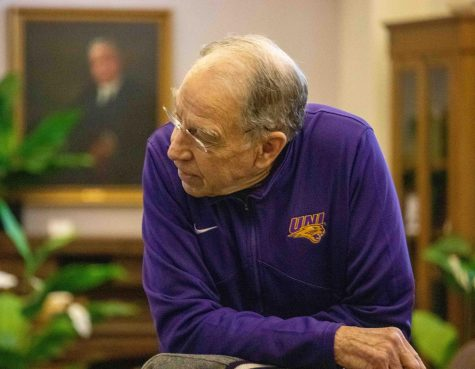 Alum Grassley visits UNI in annual 99-county tour
