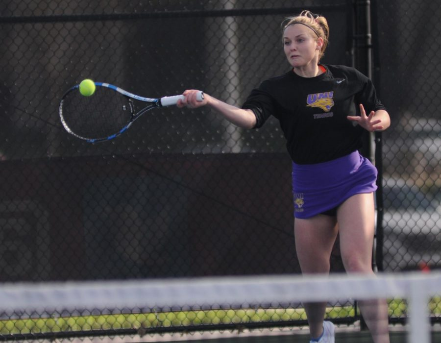 Tennis splits matches at home against Milwaukee, Gustavus