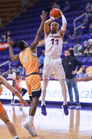 Forward Trae Berhow lead UNI in scoring Saturday against Valparaiso with 15 points in the contest.