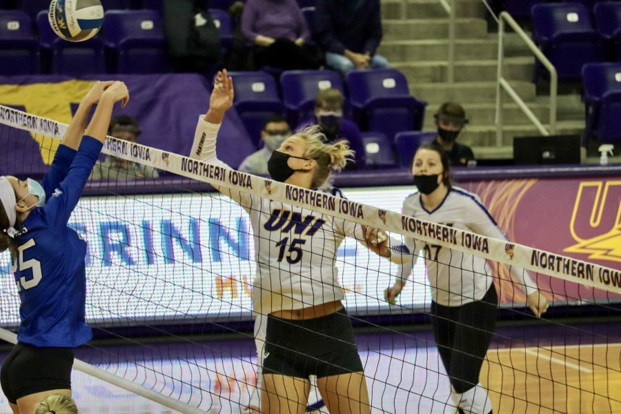 Opposite+hitter+Carly+Spies+had+10+kills+and+two+blocks+for+the+Panthers+in+Monday%27s+matchup+against+Missouri+State.