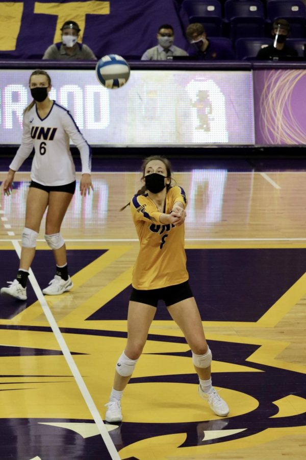 UNI libero Baylee Peterson makes a play on the ball. The Panthers split with Missouri State in their two games.