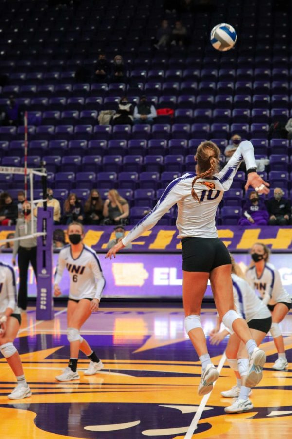 The UNI volleyball team earned their first two wins of the season against Evansville, moving to 2-5 on the year.