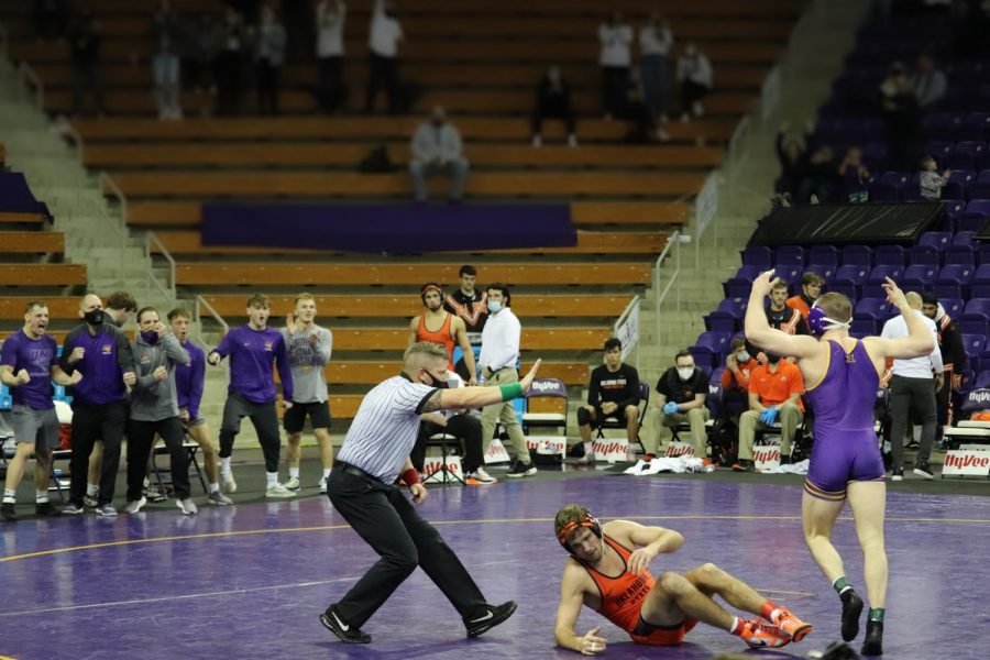 UNI wrestling bounced back after last weekend's tough loss to Oklahoma State, resoundingly defeating Northern Illinois 27-9 last Saturday in DeKalb, IL.