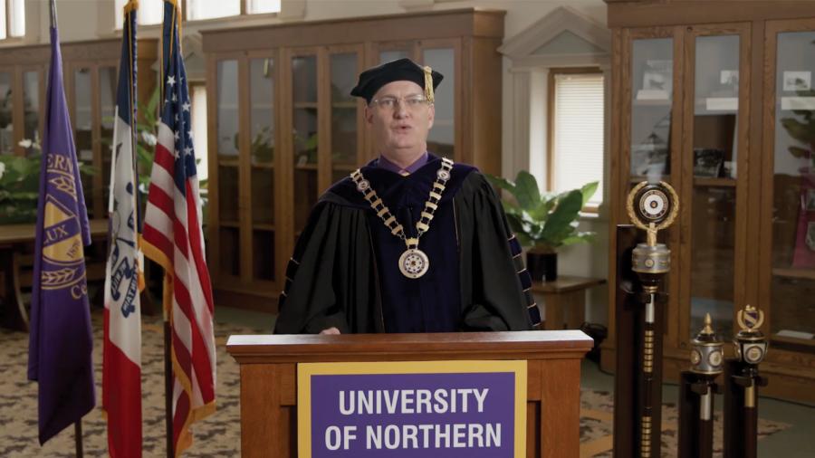 Ceremonia de graduación virtual provoca petición